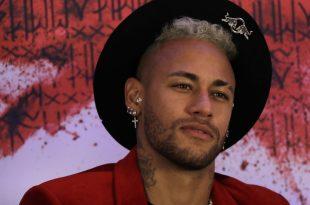 Neymar lässt sich nach einem Mittelfußbruch behandeln