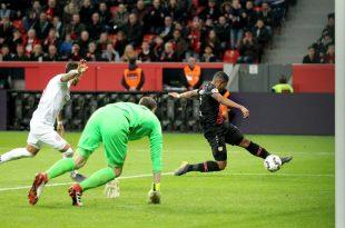 Leon Bailey (rechts) mit dem 2:0 gegen Fortuna