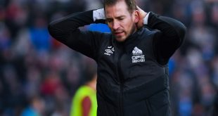 Jan Siewert ist mit Huddersfield weiter Tabellenletzter