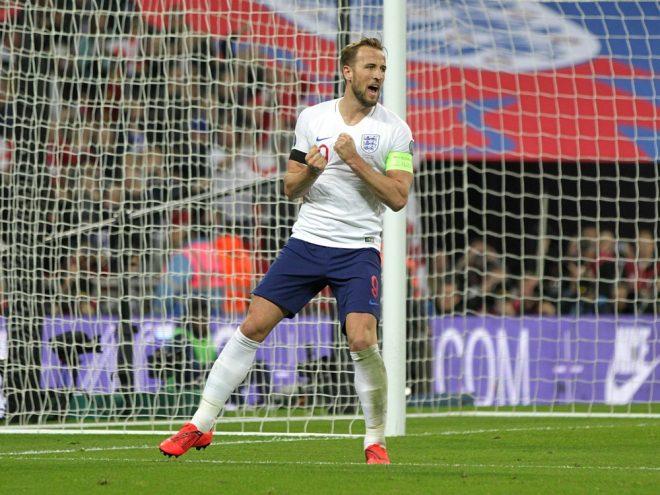 Kane steuert ein Tor bei