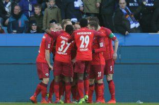 Der SC Paderborn bejubelt einen Auswärtssieg