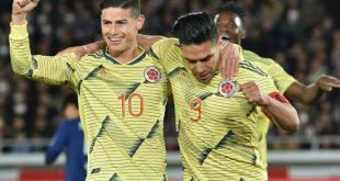 James (l.) und Falcao (r.) feiern Sieg gegen Japan
