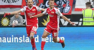 Andersson (r.) macht mit seinem Treffer den Sieg perfekt