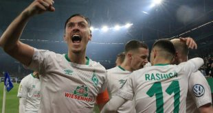Die Werder-Spieler bejubeln Rashicas Treffer zum 1:0