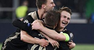 Ajax-Kapitän Matthijs de Ligt (r.) voller Freude
