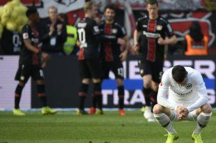 Filip Kostic (r.) verlor mit Frankfurt 1:6 in Leverkusen