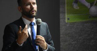 Lukas Brud vom International Football Association Board