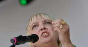 Claudia Roth richtet scharfe Kritik an den DFB