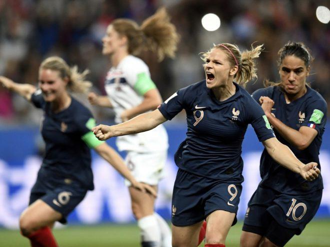 WM: Le Sommer (M.) schießt Frankreich zum Sieg