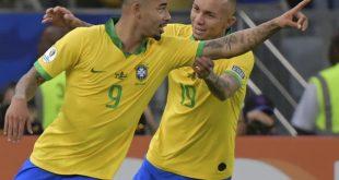 Gabriel Jesus (l) traf beim 3:1 von Brasilien gegen Peru