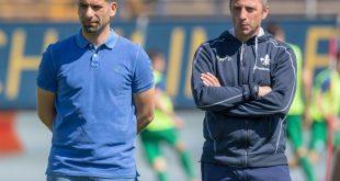 Trainer Grammozis (1.L) und Co-Trainer Iraklis Metaxas