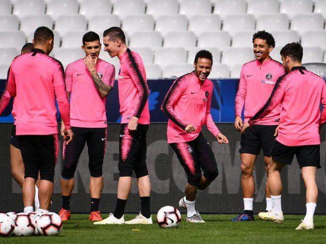 Medien: Neymar (M.) trainiert offenbar wieder bei PSG