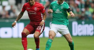Rashica (r.) verletzt sich im Spiel gegen Düsseldorf