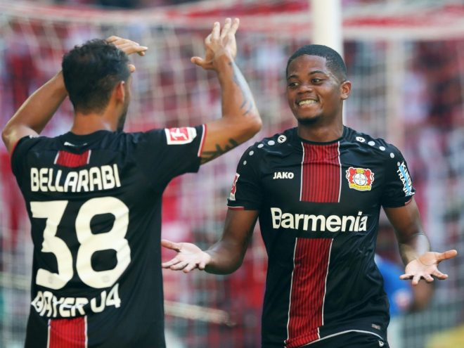 Bellarabi (l.) und Bailey feiern Leverkusens Sieg