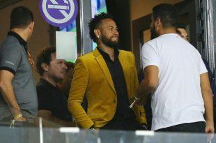 Neymar (Mitte) will wohl zurück nach Spanien wechseln
