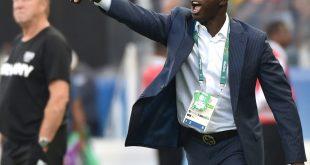Siasia (r.) wurde lebenslang von der FIFA gesperrt