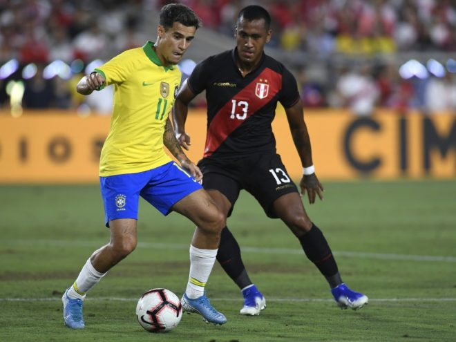 Philippe Coutinho (li.) im Einsatz für Brasilien.