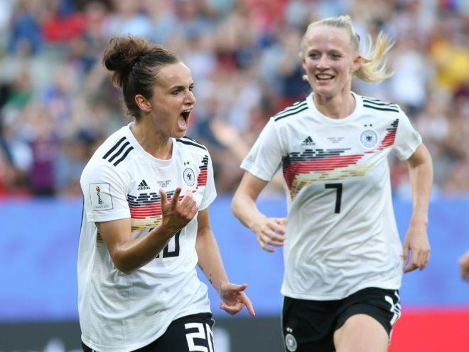 Lina Magull (l.) erzielte drei Treffer gegen die Ukraine