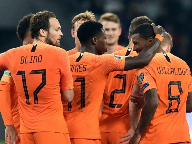 Oranje bejubelt einen knappen Sieg in Weißrussland