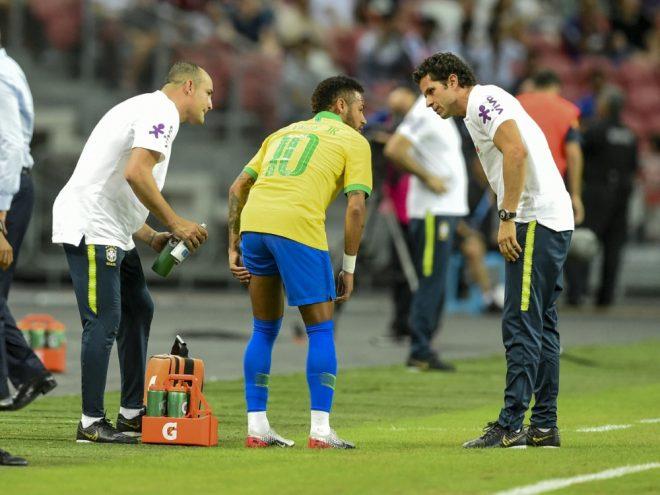 Neymar musste nach zwölf Minuten mit Schmerzen vom Platz