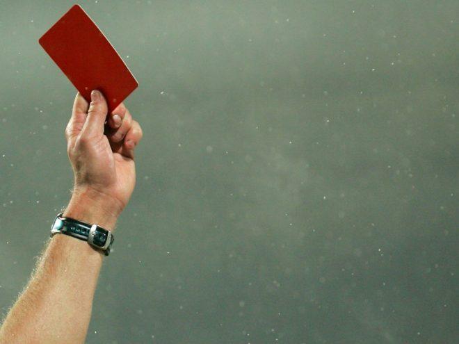 Angriff auf Schiedsrichter nach Platzverweis