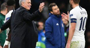 Jose Mourinho (l.) feiert mit Harry Kane