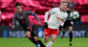 Emil Forsberg (r.) schießt Leipzig ins Achtelfinale