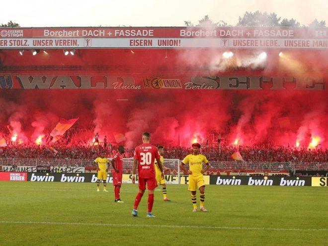 BVB-Fans zünden Bengalische Feuer bei Union Berlin