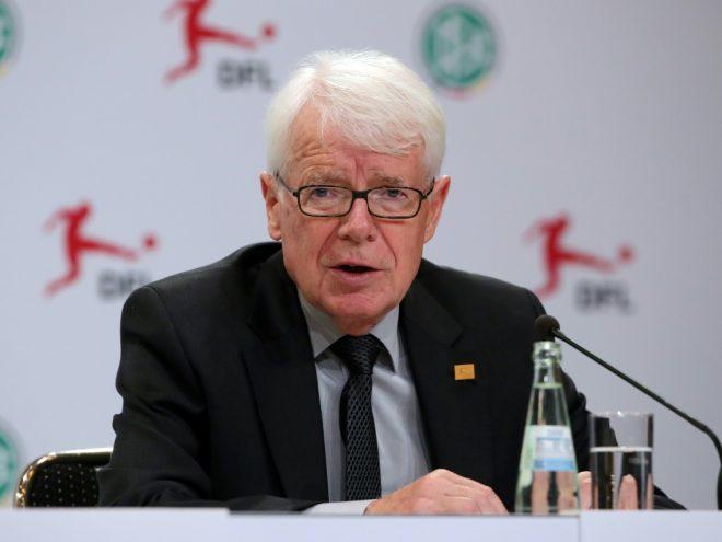 Reinhard Rauball erhält die DOSB-Ehrennadel