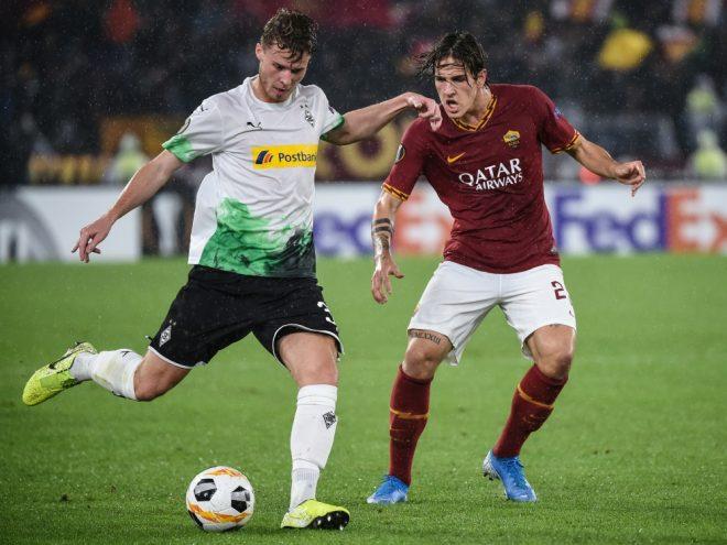 Nico Elvedi (l.) ist gegen Mainz vermutlich wieder fit