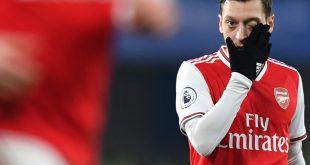 Özil gelang mit Arsenal in Unterzahl ein 2:2 bei Chelsea