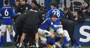 Schalke zittert sich ins Viertelfinale des Pokals