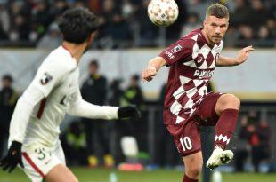 Podolski (r.) entfernt sich von den Abstiegsrängen