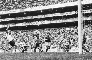Im WM-Halbfinale 1970 trifft Schnellinger gegen Italien
