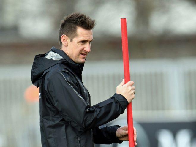 Beim FCB als Co-Trainer im Gespräch: Miroslav Klose