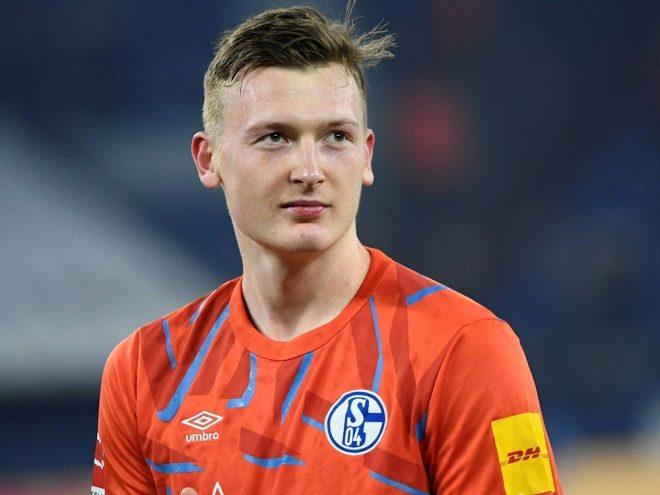 Markus Schubert besucht Schalke-Fan-Klub im Altenheim