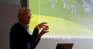 Lutz Michael Fröhlich erklärt Testverfahren für Schiris