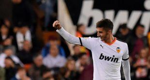 Der FC Valencia muss seinen Trikotsponsor überkleben