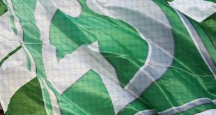Bremens Bürgermeister zeigt Flagge