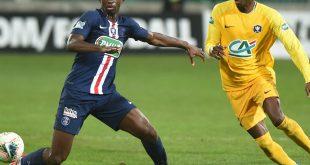 Tanguy Kouassi (l.) wechselt zu Bayern München