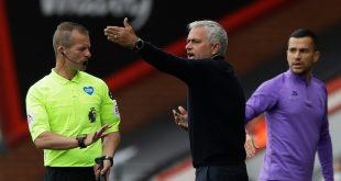 Auch Jose Mourinho (m.) haderte mit Fehlentscheidung
