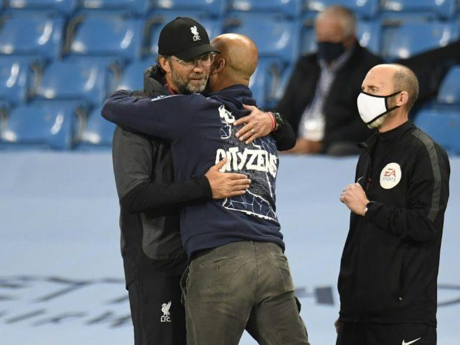 Klopp (l.) gratuliert Guardiola zum Sieg