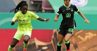 Anyomi (l.) im Pokalfinale gegen Wolfsburg