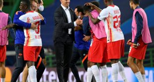 Julian Nagelsmann feiert den Sieg mit seinen Spielern