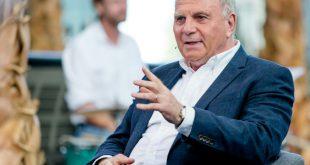 Im Doppelpass verteidigte Uli Hoeneß Franz Beckenbauer