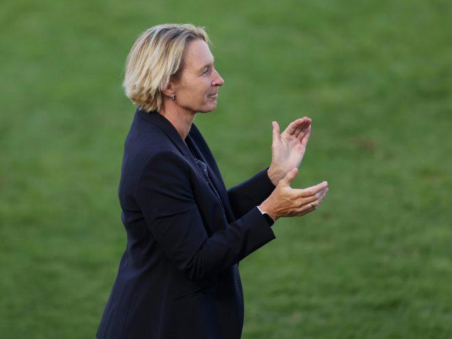 Bundestrainerin Voss-Tecklenburg mit Lehrgang zufrieden