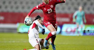 Svava (r.) spielt fortan für den VfL Wolfsburg
