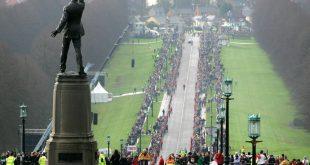 Tausende Menschen erweisen George Best die letzte Ehre