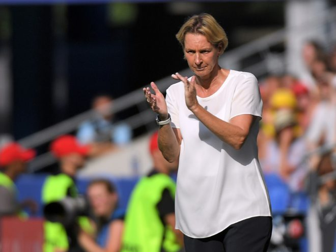 Voss-Tecklenburg forciert Konkurrenzkampf im Tor