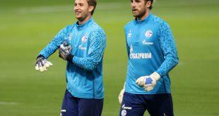 Schalkes Torhüter Frederik Rönnow (l.) und Ralf Fährmann